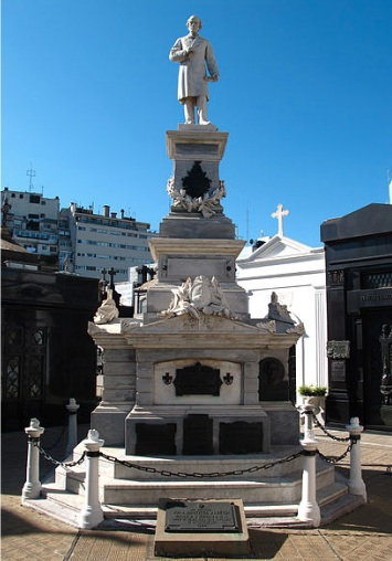 MONUMENTO A Juan Bautista ALBERDI (CEMENTERIO RECOLETA)